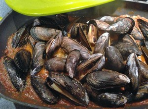 Accidental Locavore Mussels Cooking