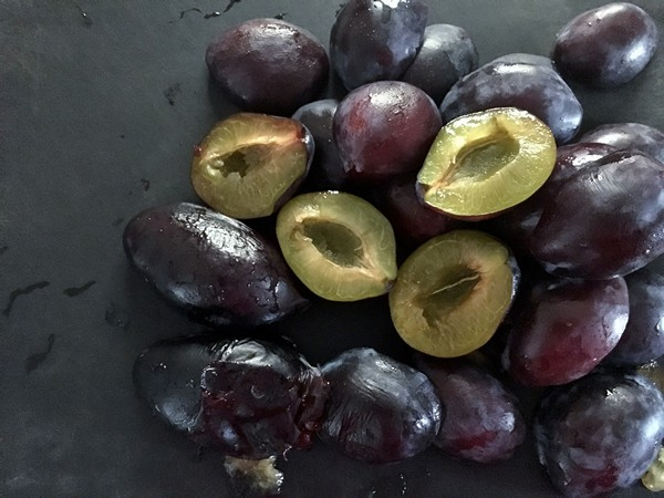 accidental-locavore-plums-halved